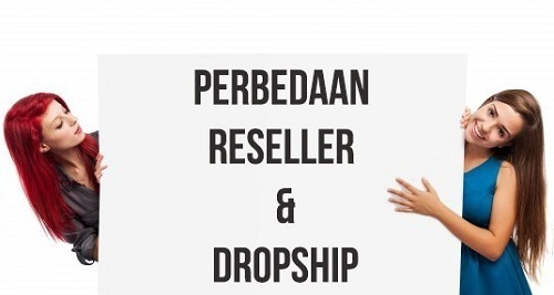 img women hold a page with words perbedaan reseller dan dropship written on it