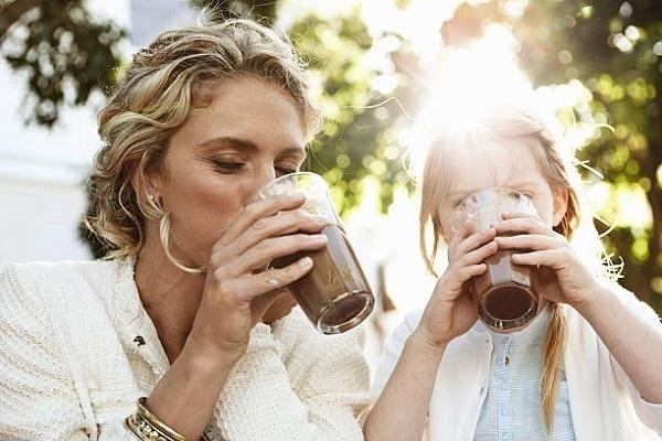 img manfaat minum coklat dan kopi