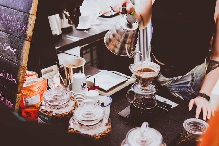 foto minum kopi menemukan manfaat minum kopi